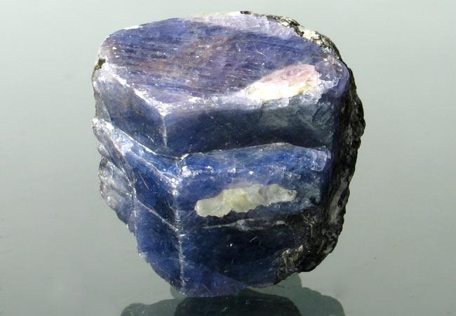 Sapphire uncut stone